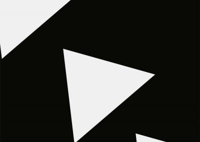 Weiße Dreiecke auf einem schwarzen Hintergrund.